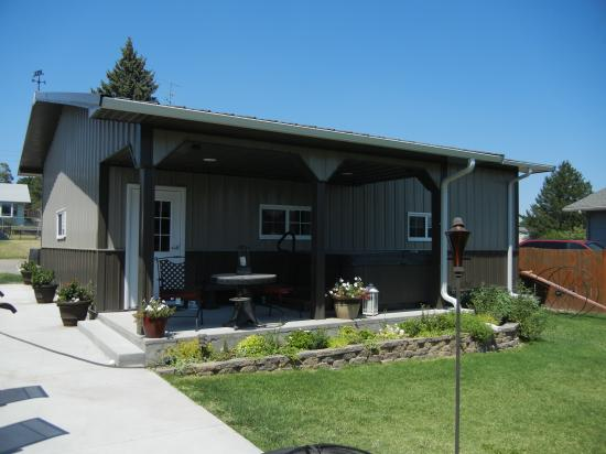 27 x 36 x 10 Garage / Outdoor Patio